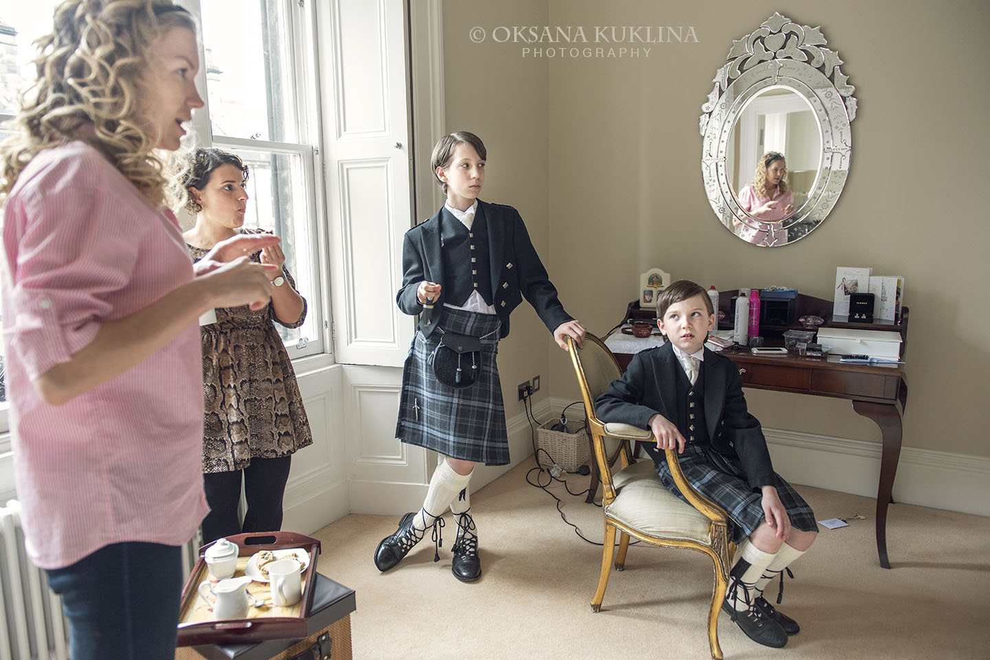 Getting ready before the wedding by © Oksana Kuklina Photography